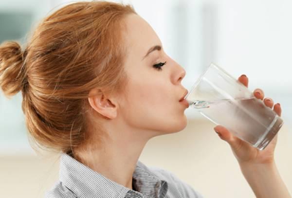 Giấc mơ thấy uống nước là điềm báo gì? Đánh con số nào